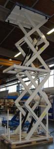 Hubtisch mit vertikaler Vierfachschere